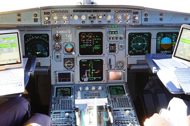 aircraft-461909_640
